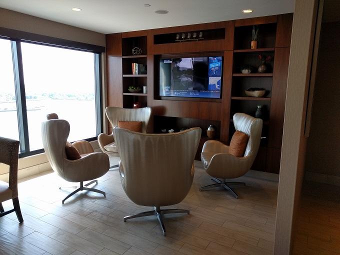 Hilton Norfolk Empyrean Lounge seating