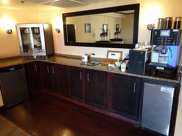 Sheraton Roanoke club lounge beverage station
