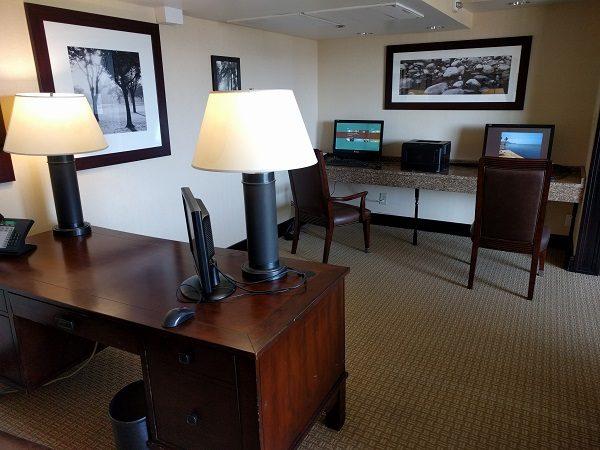 Sheraton Roanoke club lounge business center