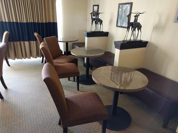 Sheraton Roanoke club lounge seating area