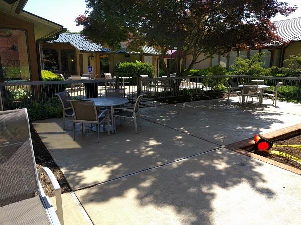 Sheraton Roanoke poolside seating area