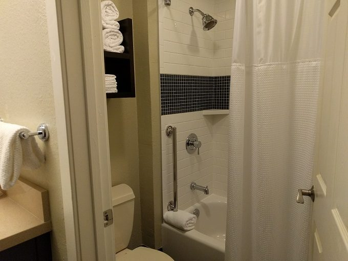 Staybridge Suites Herndon Dulles bathroom with bathtub