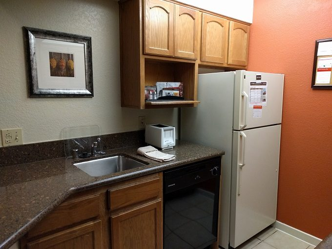 Staybridge Suites Herndon Dulles kitchen 1