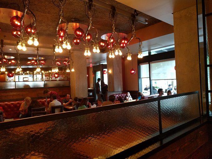 b Restaurant DC Penn Quarter decor