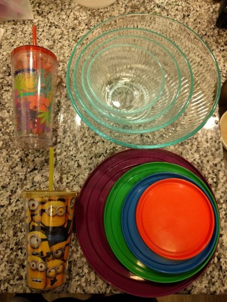 2 cups and 4 Pyrex mixing bowls