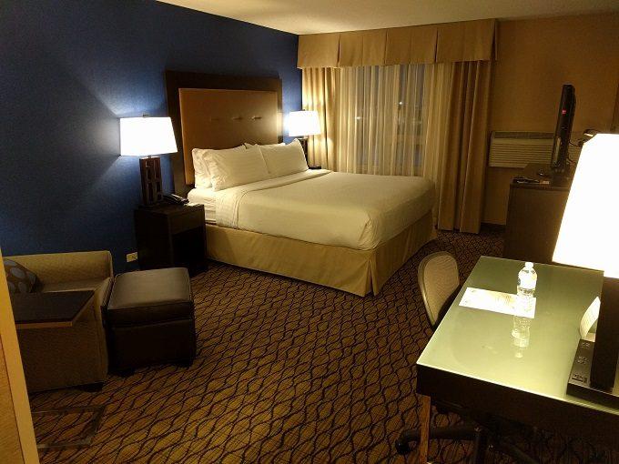 Holiday Inn Chicago-Elk Grove bedroom