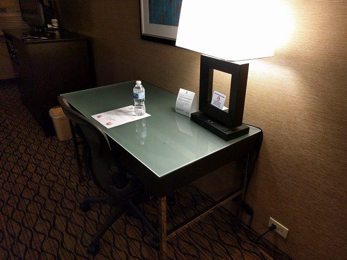 Holiday Inn Chicago-Elk Grove desk
