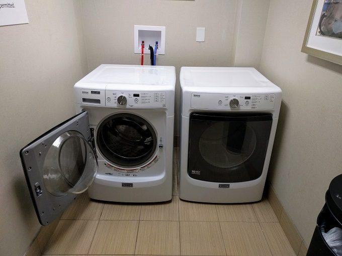 Holiday Inn Chicago-Elk Grove laundry room