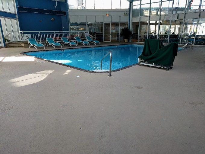 Holiday Inn Chicago-Elk Grove swimming pool