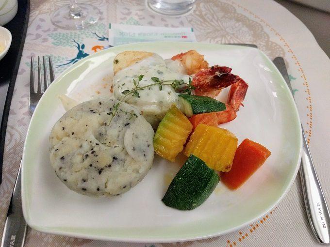 EVA Air TPE-JFK business class - Chilean sea bass and shrimp