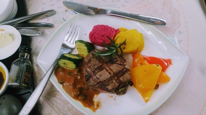 EVA Air TPE-JFK business class beef fillet