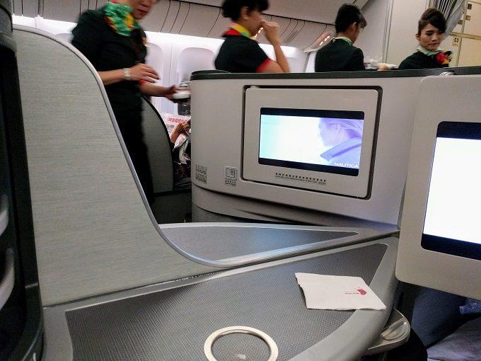 EVA Air TPE-JFK business class - center seat privacy divider