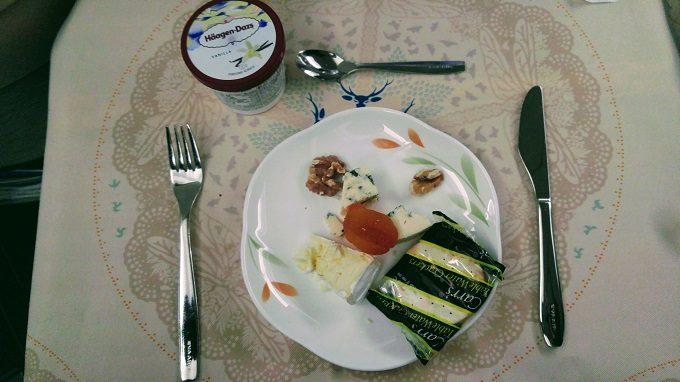 EVA Air TPE-JFK business class cheese plate