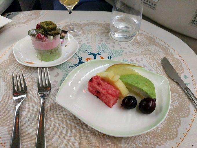 EVA Air TPE-JFK business class - fruit and Neruda cake