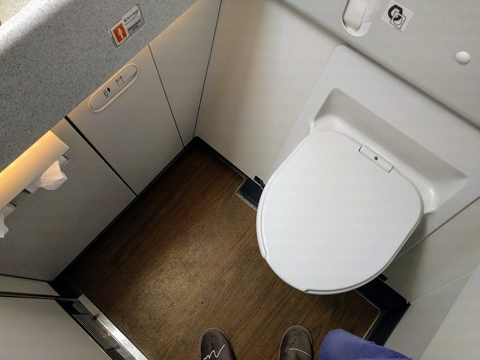 EVA Air TPE-JFK business class lavatory