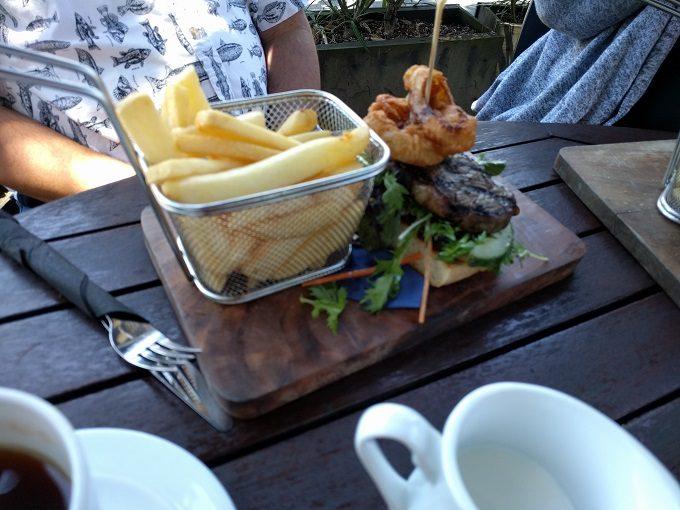 Peggy Gordon's Celtic Bar - steak sandwich & chips