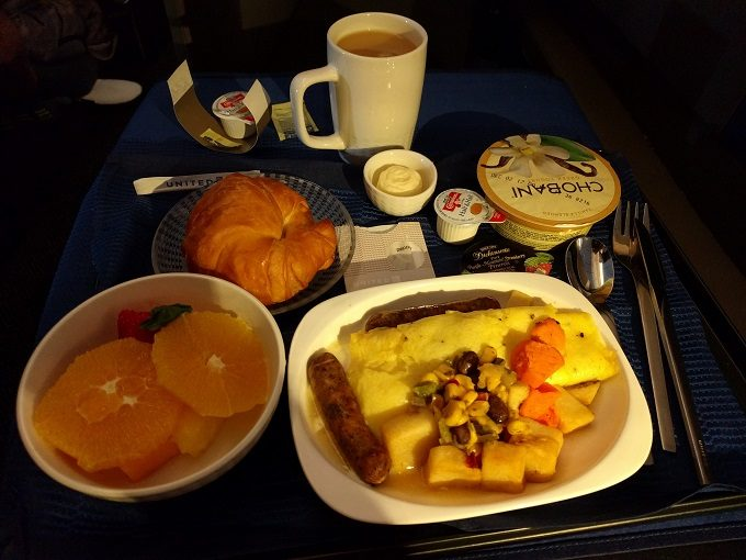 United Polaris breakfast - southwestern omelet with chicken sausage & potatoes