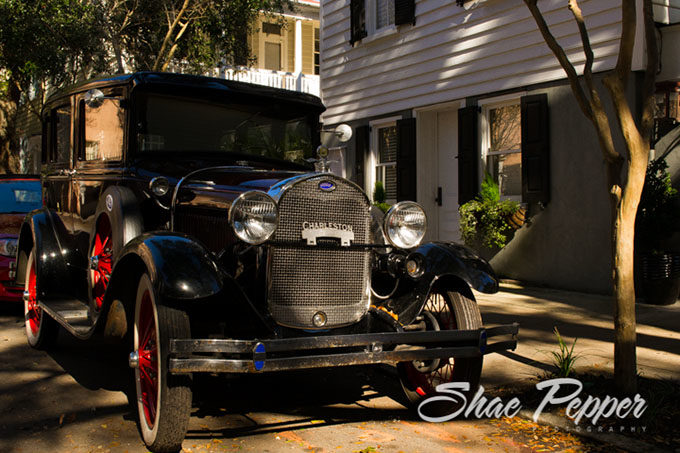 A historic car outside historic houses in Charleston SC