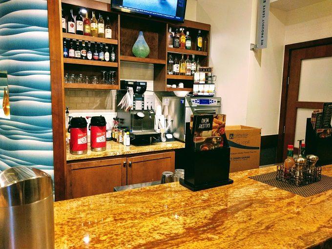 Hyatt Place Columbia-Harbison - bar area