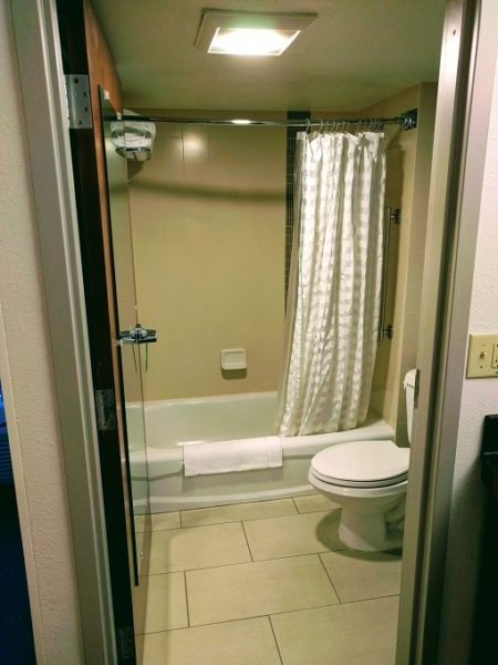 Hyatt Place Columbia-Harbison bathroom