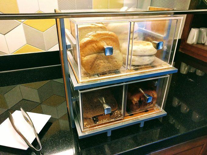 Hyatt Place Columbia-Harbison breakfast - breads