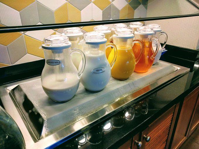 Hyatt Place Columbia-Harbison breakfast - juices and milk