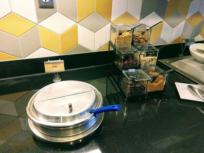 Hyatt Place Columbia-Harbison breakfast - oatmeal
