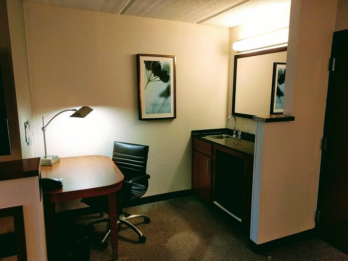 Hyatt Place Columbia-Harbison desk and wet bar