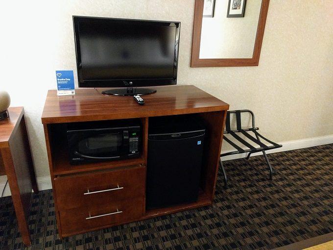 Comfort Inn Greenville SC - Dresser, TV, fridge, microwave & luggage rack