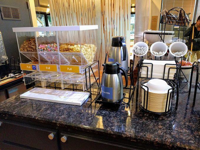 Comfort Inn Greenville SC breakfast - Cereal & milk