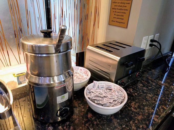 Comfort Inn Greenville SC breakfast - Oatmeal and toaster