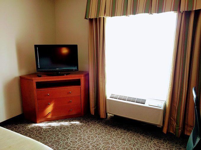 Hampton Inn Enterprise Al Dresser Tv